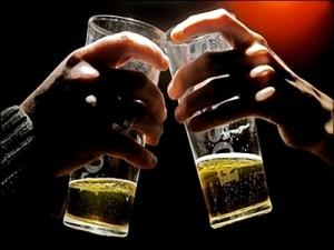 """Bí quyết """"lận lưng"""" để tránh nguy cơ say xỉn"""