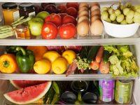 Thức uống lạnh, đồ ăn cay có thể kích thích cổ họng khiến triệu chứng ho tăng lên.